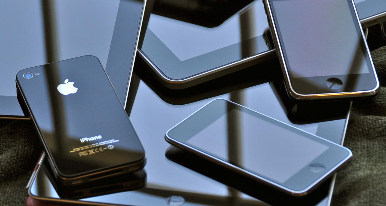 pile-of-iPhones